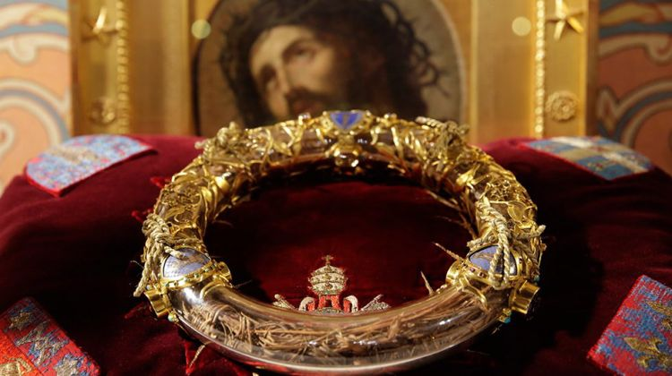 wt-paris-notre-dame-holy-crown