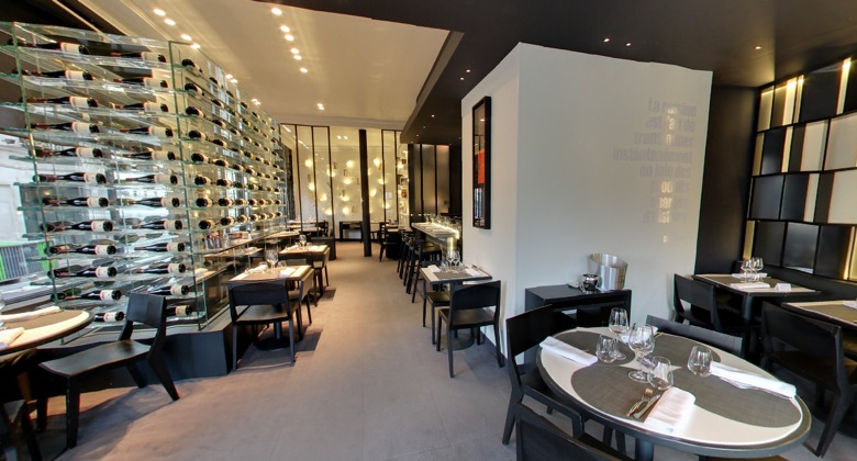 Restaurant Les Bouquinistes, Paris.