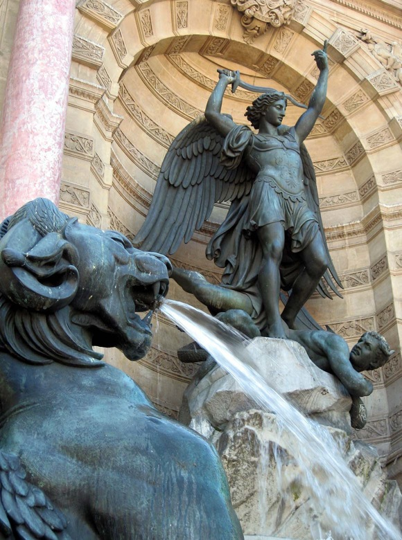 Fountain Saint-Michel in Paris, France. Photo credit: Sapphireblue via Visualhunt.com / CC BY-SA