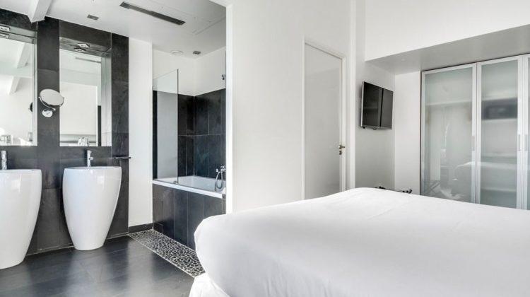 Hotel 1K Paris, Room & Bathroom